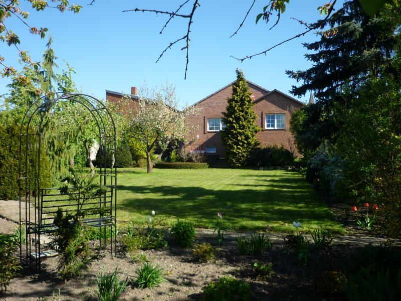 K800_Garten und Haus hinten